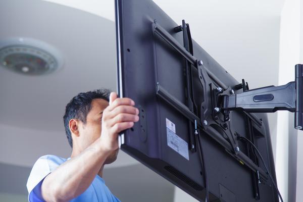 HANGING TVS